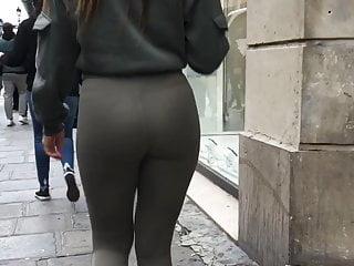 A pretty woman in legging