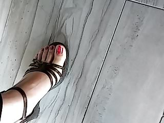 Candid Asian feet in sexy sandals