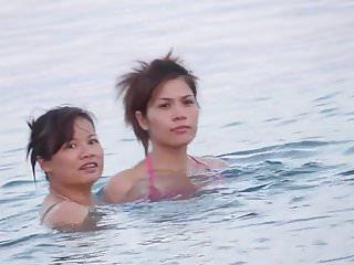 chinoises rient a la plage